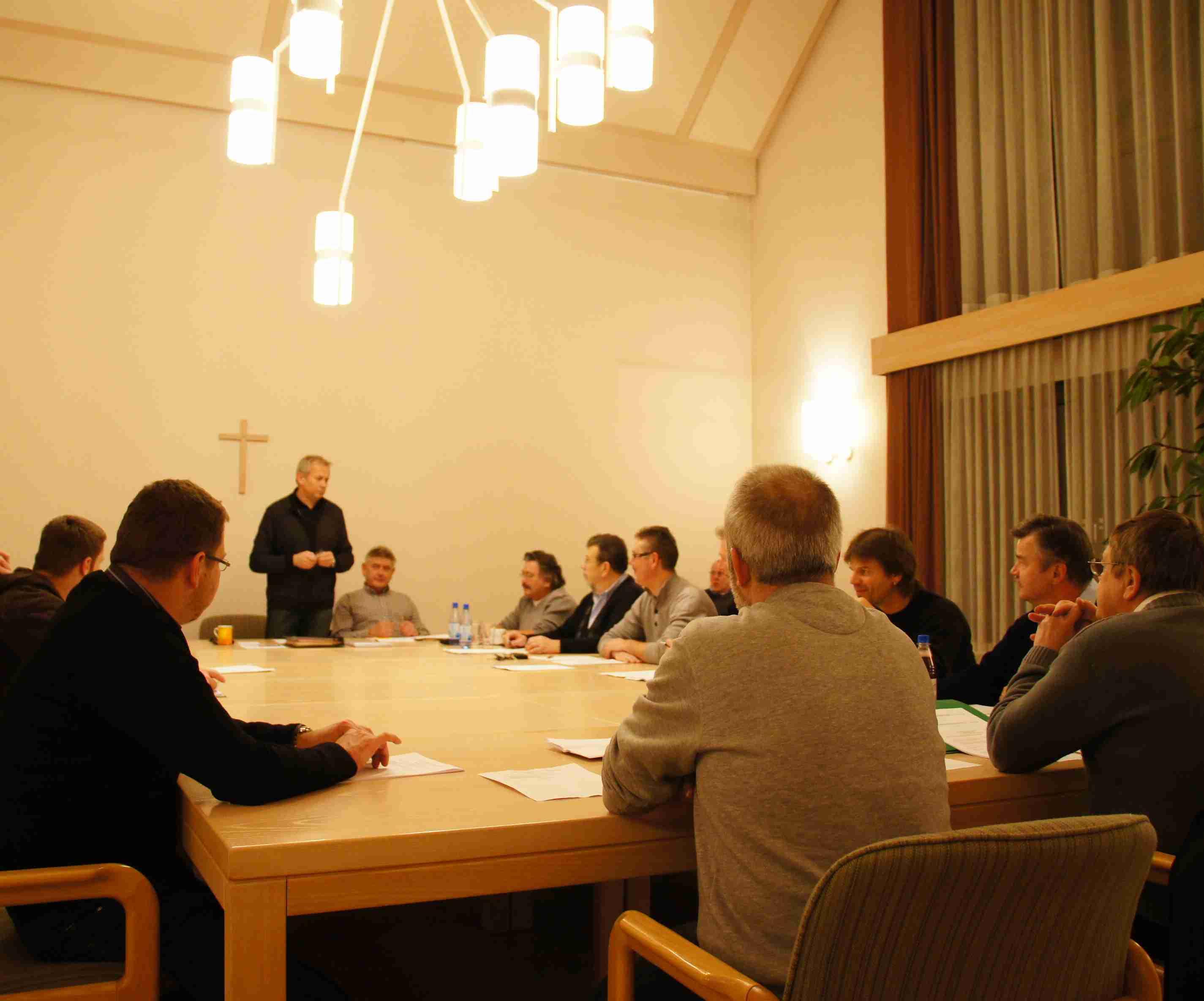 Symbolbild: Gemeinderatssitzung in Euerbach